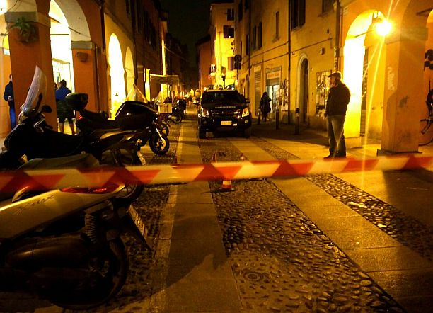 pratello suicidio getta finestra